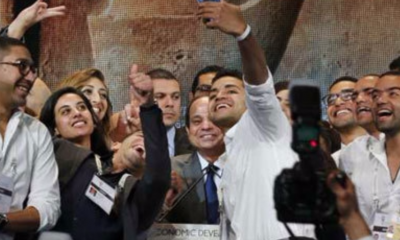 "Egypt's President Sisi smiles as young volunteers take a ""selfie"" with him during the closing session of Egypt Economic Development Conference (EEDC) in Sharm el-Sheikh 15 March 2015 (Photo: Reuters)"