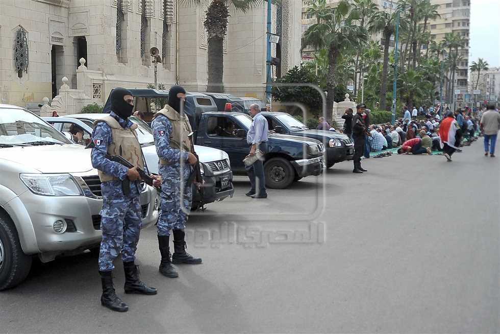 Armed police at a counter-protest held by government supporters in Alexandria on 11 November 2016 (Credit: Al-Masry Al-Youm)