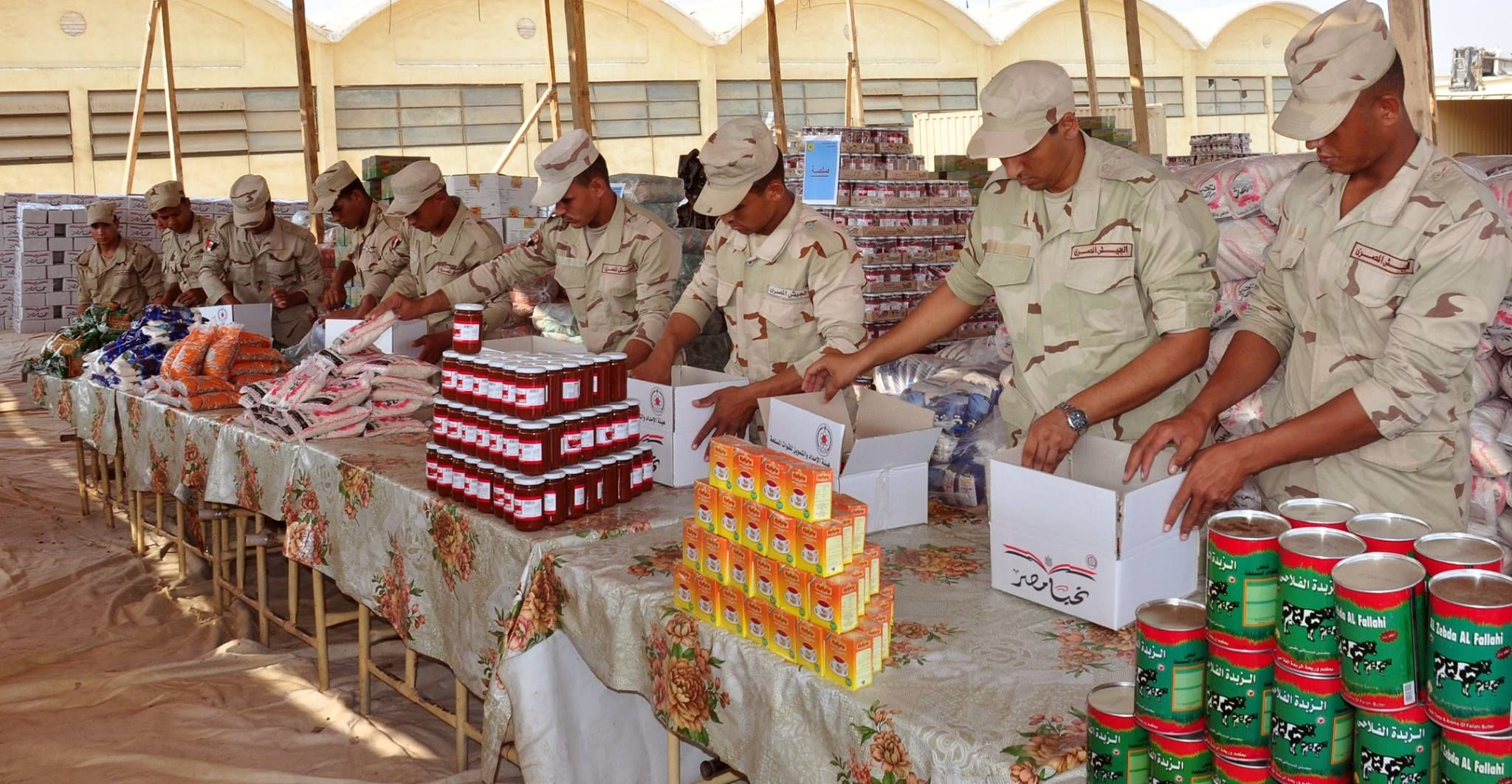 Army soldiers preparing food pack as a step intended to overcome economic hardships (Photo courtesy of Egypt's Army spokesman page on Facebook)