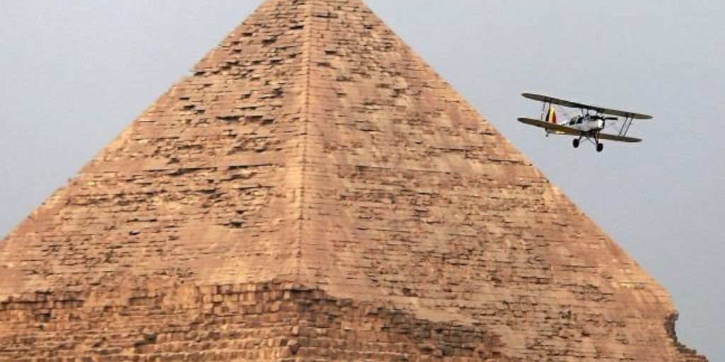 pablo-biplane-pyramid