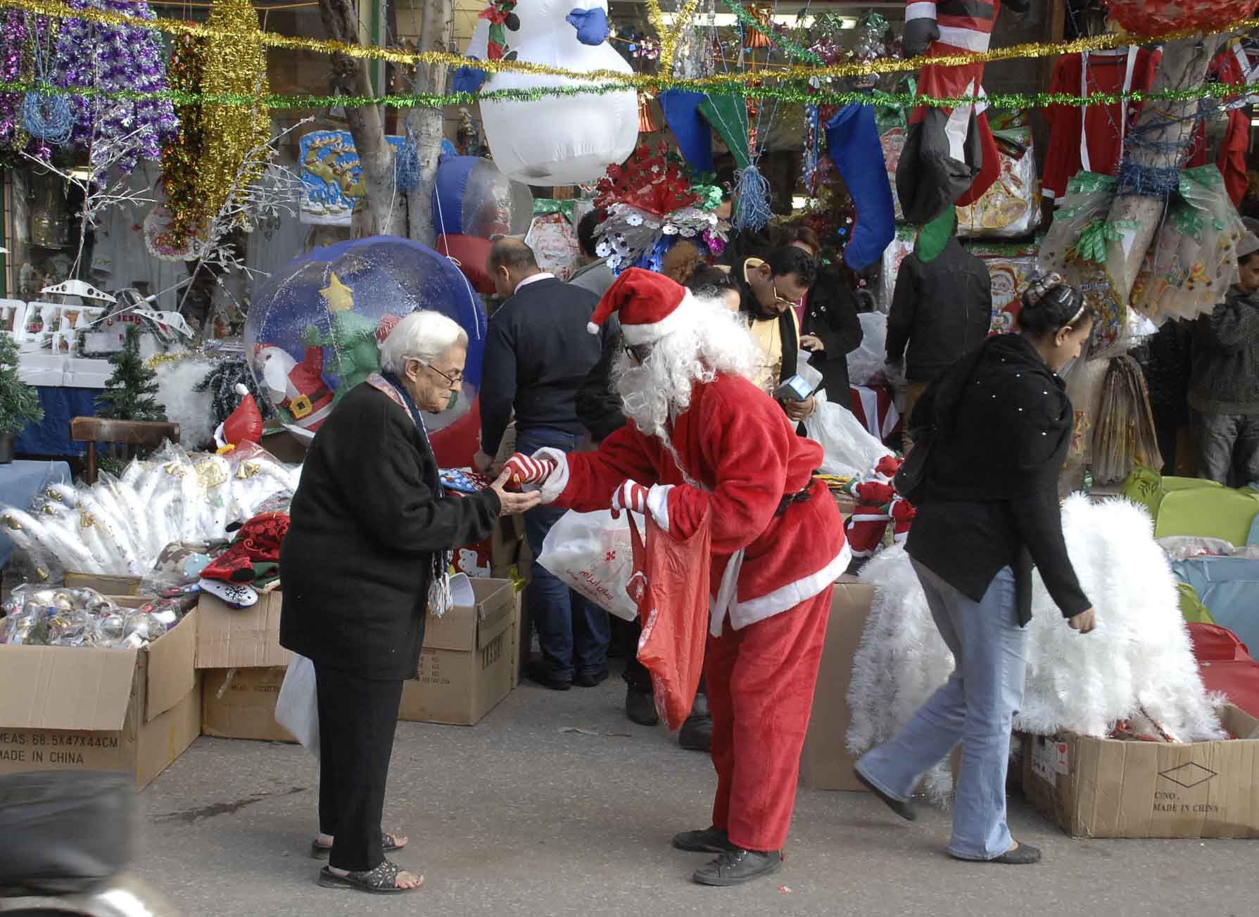 Why Egyptian Muslims Celebrate Christmas | Egyptian Streets