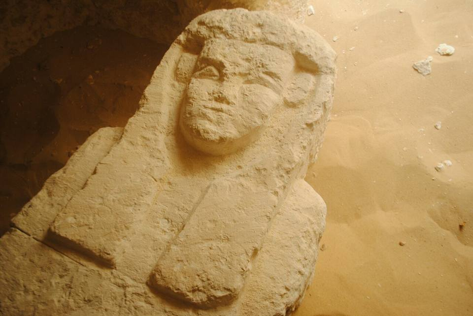 2000 year old tombs discovered in Egypt