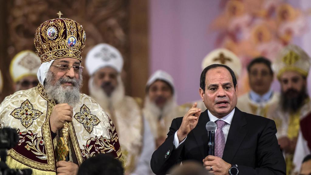 egypt u2019s christians celebrate christmas in new capital