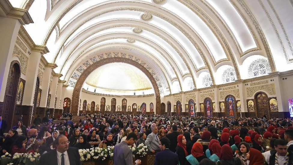 Egyptian policeman killed while defusing bomb outside church